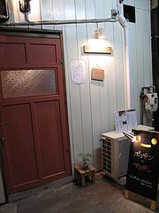 外観:バーの入り口@ポコペンのペコポン・三角市場・福岡