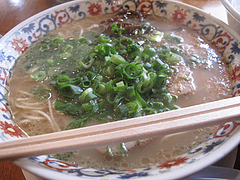 料理:らーめん500円@ラーメン本舗・博多葱一・天神