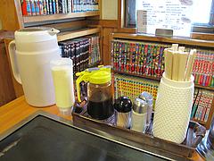 10店内:卓上・カープソース@広島お好み焼き・ひらの・福岡店