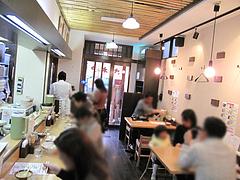 店内:カウンターとテーブル席@さぬきうどん大木戸・福岡舞鶴店