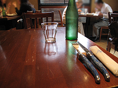 2店内:2人用テーブル@ピッツェリア・ファリーナ・渡辺通・高砂