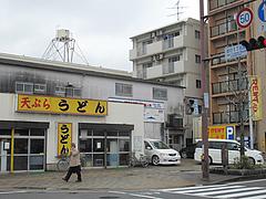17外観:並びに駐車場@天ぷらうどん・唐人町