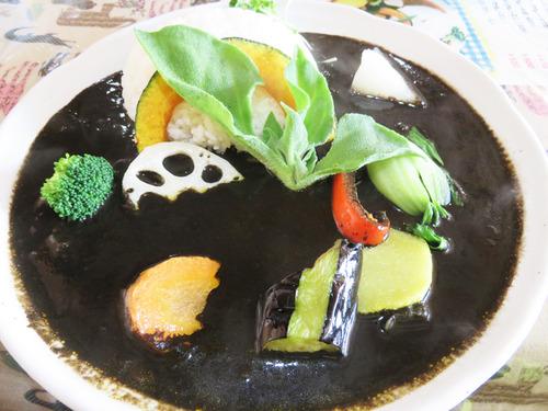 11ブラックカレー780円+野菜100円