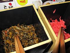 店内:卓上の紅ショウガと辛子高菜@ラーメン壱屋・六本松