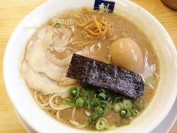 8煮玉子入りラーメン740円@魁龍・博多本店