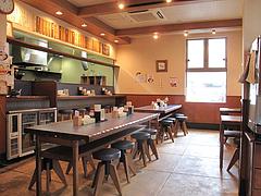 3店内:カウンターと相席テーブル@ラーメン屋・鳳凛(ほうりん)・春吉