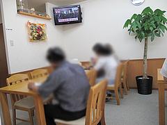 店内:テーブル席@中華料理・中国飯店・平和