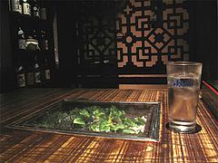 4店内:テーブル席@銀の月・天神本店