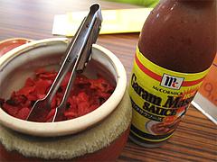 10店内:薬味と辛味ソース@牛煮込みカレー食堂・ラグーK・清川サンロード商店街