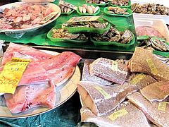 ブリとアラ・鍋材料@年末の柳橋連合市場・福岡2010