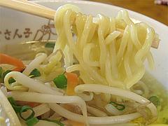 料理:塩バターラーメン麺@札幌ラーメンどさん子・福岡