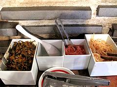 3店内:辛子高菜・ニンニク・紅しょうが・もやし@ラーメン・博多一風堂・天神西通り店