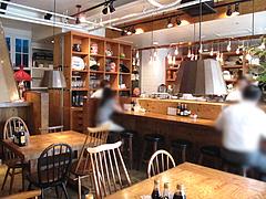 店内:カウンターとテーブル席@博多炉端・魚男(フィッシュマン)・今泉・天神