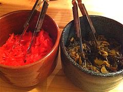 店内:紅しょうがと辛子高菜@ラーメン壱の家・西通り・天神