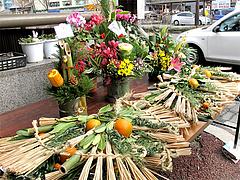 しめ縄・正月アレンジ花@年末の柳橋連合市場・福岡2010