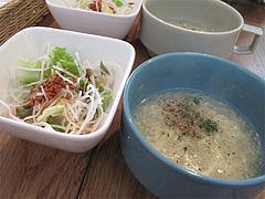 5店内:スープとサラダ@サンディッシュ・カフェ・美野島