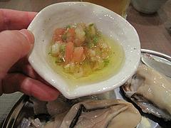 8料理:生がき・サルサソース@牡蠣やまと・鉄板居酒屋・赤坂・料理:生ビール@牡蠣やまと・鉄板居酒屋・赤坂・オイスターバー