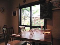 3店内:4人用テーブル@ピッツェリア・ファリーナ・渡辺通・高砂
