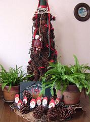 松ぼっくりのクリスマスツリ-
