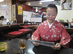 3店内:テーブル@博多ラーメンしばらく祇園店
