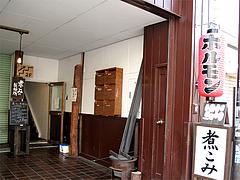 外観:入り口@煮込み白金店