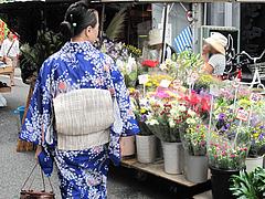 外観:花屋のリヤカー部隊@蜂楽饅頭・西新