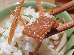 料理:鶏皮ゴボウご飯アップ@たらふくまんま・春吉