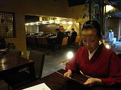 7店内:テーブル席座る@ラーメン居酒屋・長浜将軍・門
