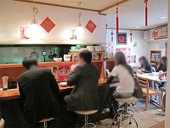 店内:カウンター・テーブル・小上がり@張子房・警固