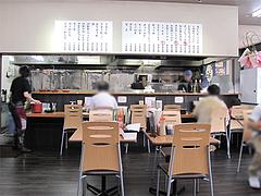 3店内:カウンターとテーブル@長浜ナンバーワン・箱崎店・楽市楽座