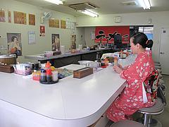 2店内:カウンター@長浜ラーメン上杉・唐人町
