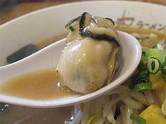 料理:かき味噌ラーメンの牡蠣@札幌ラーメンどさん子・福岡