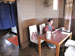 3店内:テーブル席@博多ラーメンこじま亭・那珂川店