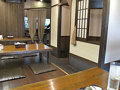 3店内:小上がり・テーブル・カウンター@ららららーめん・福重店