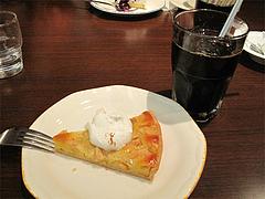 料理:アップルタルトとアイスコーヒー@イタリア料理カプリチョーザ博多デイトス店