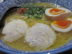 9鶏白湯そば煮玉子入り700円@コウノトリ