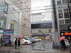 外観:隣は駐車場@長崎ちゃんぽん・リンガーハット・福岡大名店