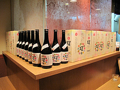 23店内:カウンター席・芋焼酎・環(かん)@居酒屋なごみ・八女の鮎と燻製料理の店・美野島