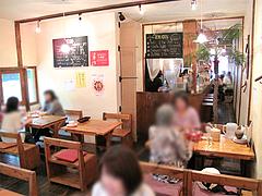 店内:店奥のテーブル席@タイ料理オシャ・大橋