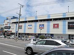 その他・向かい側はコマーシャルモール博多@博多ラーメンはかたや筑紫通店