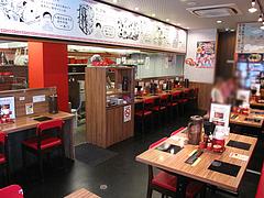 4店内:テーブルとカウンター@つけ麺・麺研究所・麺屋・慶史・大手門