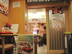 3店内:入り口の前@ひょうたん寿司・天神・新天町