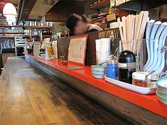 店内:カウンター@醤油ラーメン・ひるず亭・長丘