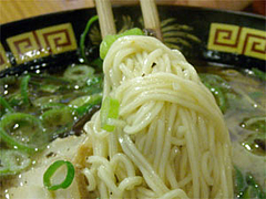 負けん氣ラーメン麺@とんこつラーメン三氣(さんき)
