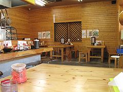 店内:テーブル・カウンター席@ラーメン空間・はくざん・春日