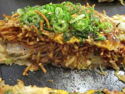 5辛麺お好み断面@お好み焼き・ひらの