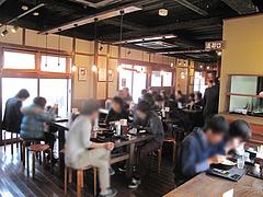 7店内:大テーブル@讃岐うどん大使・福岡麺通団・薬院