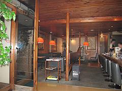 店内:カウンターとテーブル席@エルボン・博多区古門戸町