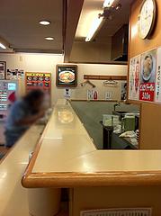 店内:カウンター@楽勝ラーメン・新天町・天神