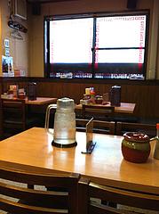 2店内:テーブル席@元祖赤のれん節ちゃんラーメン・天神本店